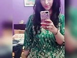 Pakistani girl from Islamabad Aiman Naseer strips for hubby