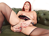 English milf Beaus wet fanny begs for a dildo fuck